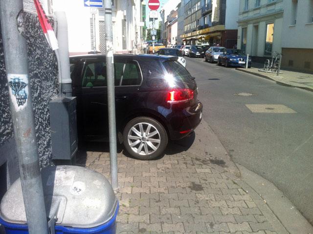 wiesenstrasse-zugeparkt-3