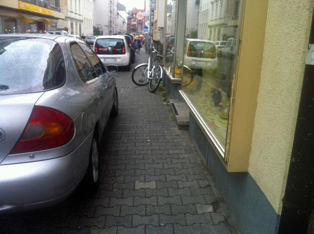 wiesenstrasse-zugeparkt-8