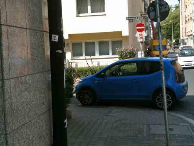 wiesenstrasse-zugeparkt-9