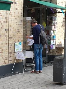Plastikfrei-Taschenstation vor dem Laden Sonnylemon