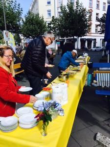 Der Blaue Bock stellte Tische zur Verfügung - Nachbarschaft in Bornheim