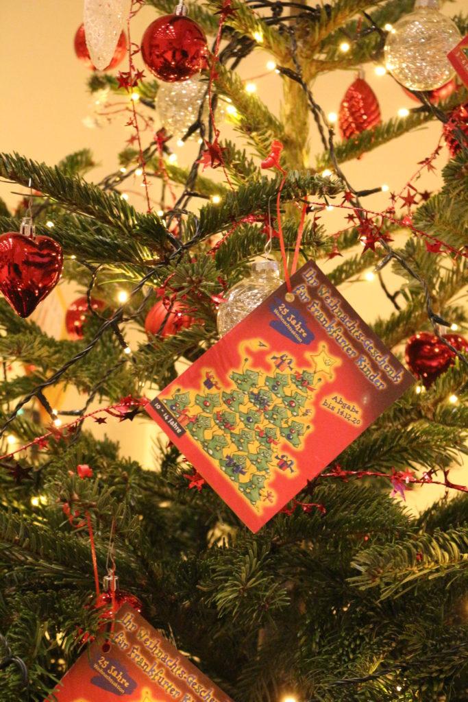 Weihnachtsbäume mit Kinderwünschen